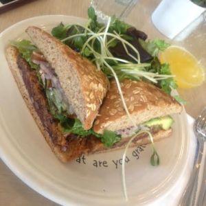 cafegratitude_veggieburger